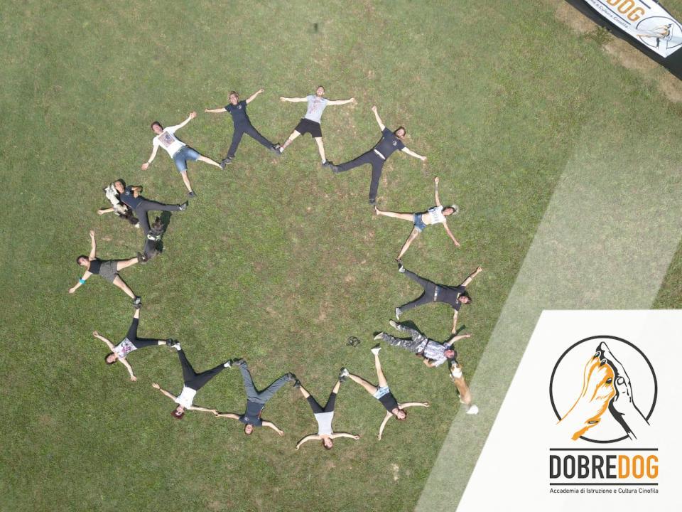 Corso Educatore Cinofilo - Pisa - Foto di gruppo a forma di stella per esame finale